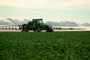 Brazil-soybeans-spray.jpg / Flickr