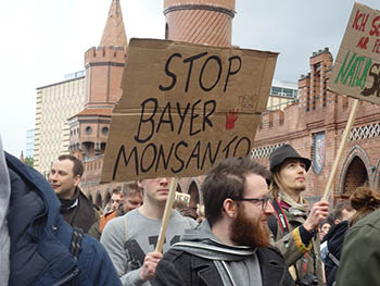 Stop-Bayer-Monsanto-Card.jpg / Flickr