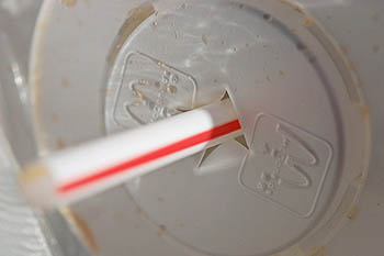 plastic-straw.jpg / Flickr